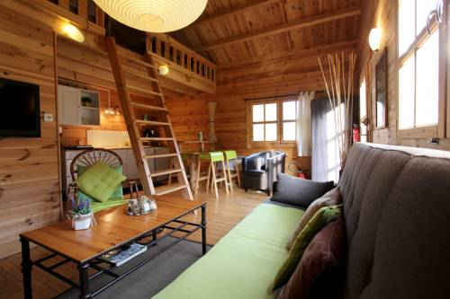 Etapeboisee : Guest accommodation near Haybes