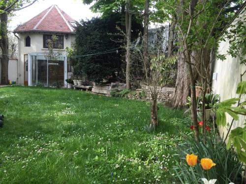 Petite maison du jardin : Guest accommodation near Neuilly-Plaisance
