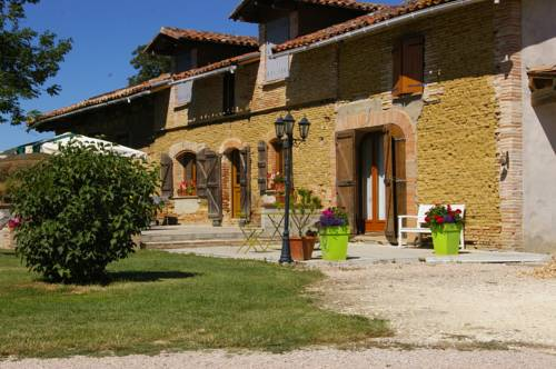 La Ferme de Menoun : Bed and Breakfast near Le Castéra