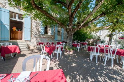 La table d'antan : Hotel near Bon-Encontre