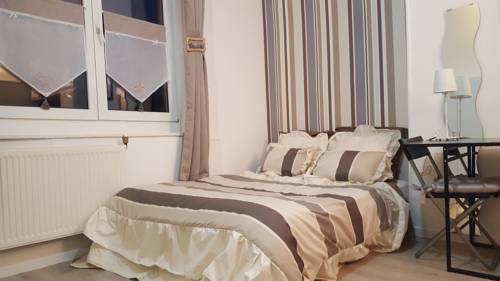 Jean-Moulin Appartments : Hotel near Pas-de-Calais