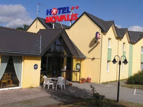 Inter-Hotel Quimperlé Novalis : Hotel near Baye