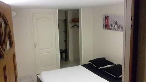 Studio Buffon : Apartment near Gressy