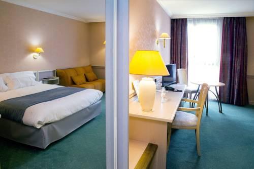 Logis Lyon Est Porte de l'Ain : Hotel near La Boisse