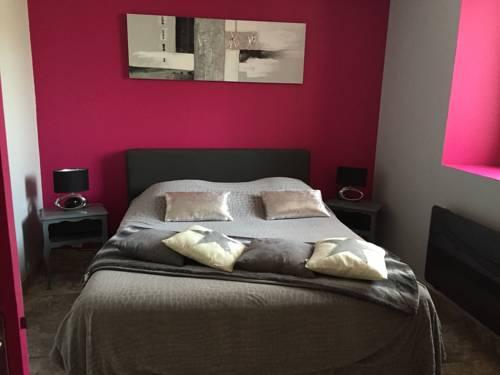 Domaine de Prefaissal : Bed and Breakfast near Beynes