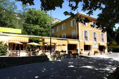 Hôtel La Vallière : Hotel near Entraunes