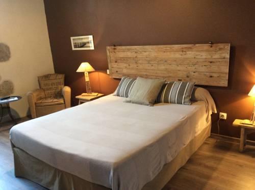 Du Côté de Chez Jeanne : Bed and Breakfast near Sos