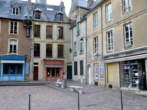 Le Parvis De La Cathédrale Ii : Hotel near Calvados