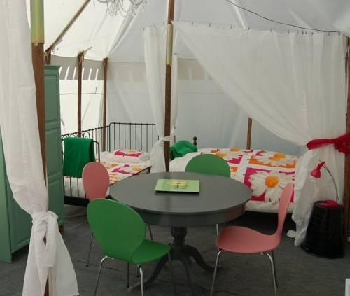 La Vieille Ecole Glamping : Guest accommodation near Miramont-de-Guyenne