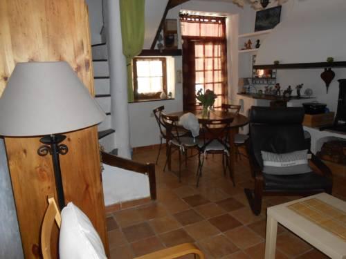 Gîte villageois de charme : Guest accommodation near Florensac