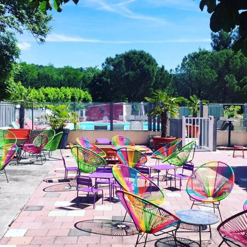 Camping Le Medieval Ardeche : Guest accommodation near Valvignères