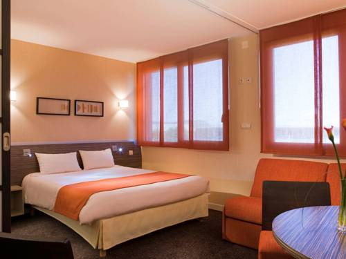 Mercure Lyon L'Isle d'Abeau : Hotel near Saint-Marcel-Bel-Accueil