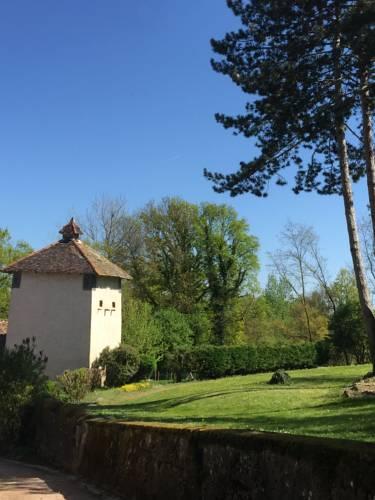Le Moulin de Saint-Julien : Bed and Breakfast near Bey