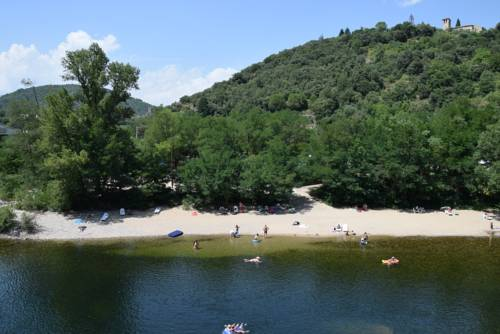 Camping La Charderie : Guest accommodation near Pont-de-Labeaume
