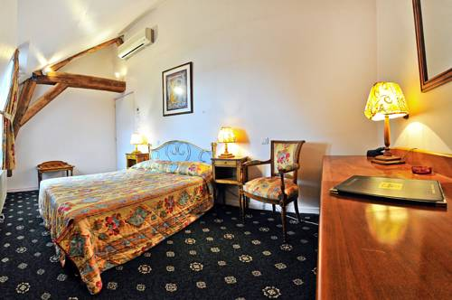 Le Grand Monarque : Hotel near Chasnay