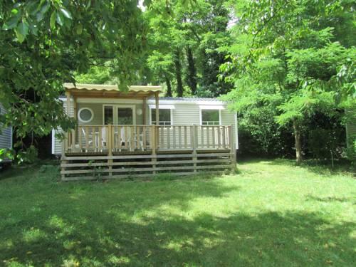 Camping Le Ventadour : Guest accommodation near Pont-de-Labeaume