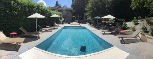 Logis Hotel Le Petit Casset : Hotel near Beynost