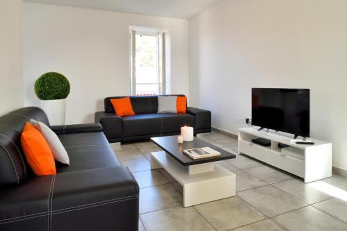 T5 en duplex d'exception meublé de tourisme 4 * : Hotel near Corse-du-Sud