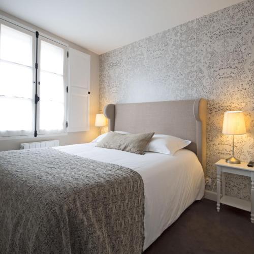 Hotel De Nemours : Hotel near Bretagne