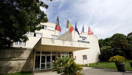 Hôtel des Remparts : Hotel near Charente-Maritime