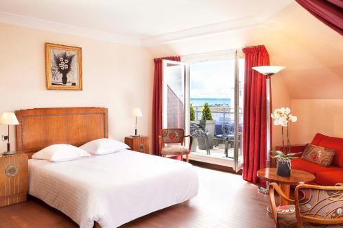 Hôtel Le Continental : Hotel near Finistère