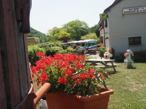 Hôtel Restaurant La Manse : Hotel near Nièvre