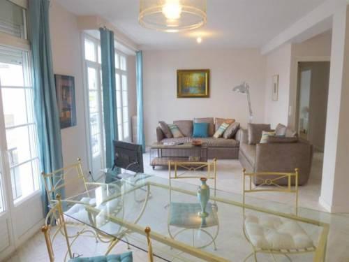 Apartment Appartement centre-ville de royan : Apartment near Royan