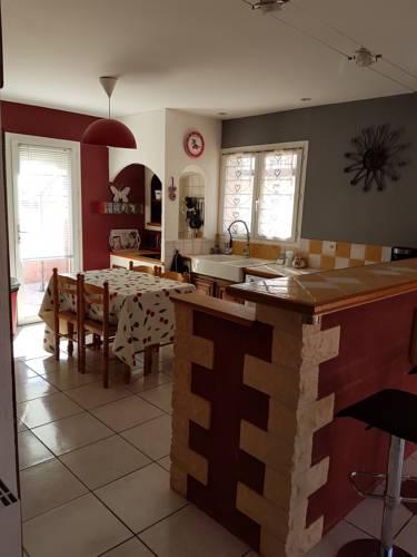 Villa Rue du Chardonneret : Guest accommodation near Pinet