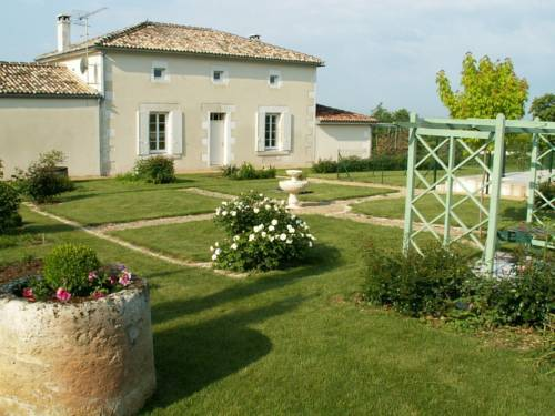 Gîte L'En Haut des Vignes : Bed and Breakfast near Gondeville