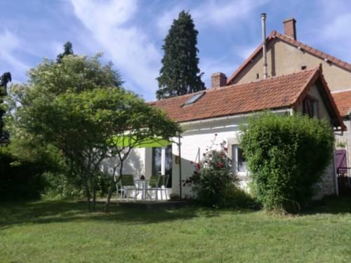 Sans Parure : Gîtes : Guest accommodation near Échassières