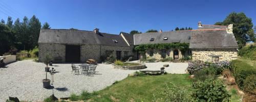 Les Gîtes du Sanglier : Guest accommodation near Cléguérec