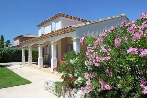 Holiday home Sainte Baume : Guest accommodation near Rougiers
