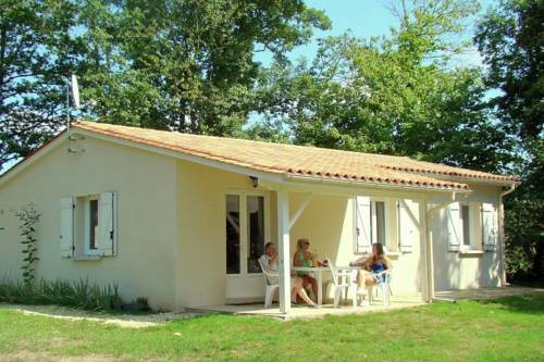 Holiday home Etang Vallier : Guest accommodation near Montguyon