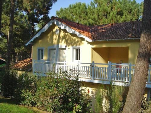 Apartment Domaine Golf Resort : Apartment near Saumos