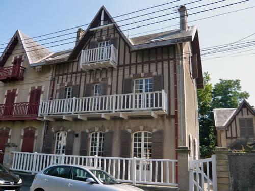 Villa Le Cyclamen : Guest accommodation near Graye-sur-Mer