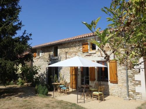 Holiday home Frontenay Sur Dive : Guest accommodation near Taizé