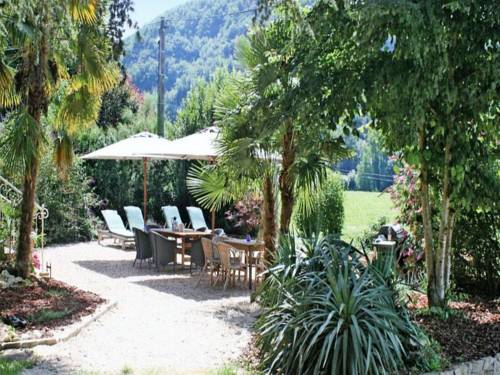 Villa Joie De Vivre : Guest accommodation near Tour-de-Faure