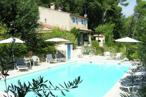 Villa Sillans-La-Cascade : Guest accommodation near Cotignac