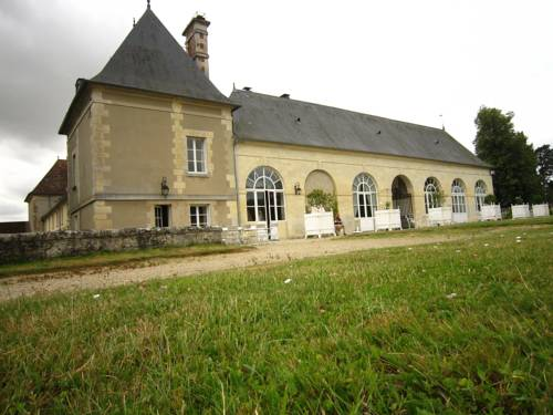 Tour Est : Guest accommodation near Latilly