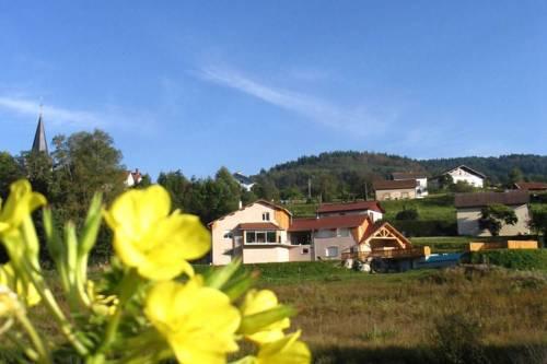 Chalet Hameau De L Etang 2 : Guest accommodation near Épinal