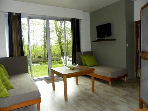 Holiday home bis route de Saint Quentin : Guest accommodation near Neuflieux
