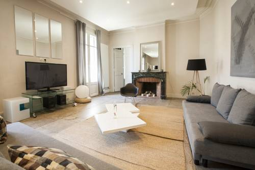Colombet Stay's - Amazing Arc de Triomphe : Apartment near Montpellier