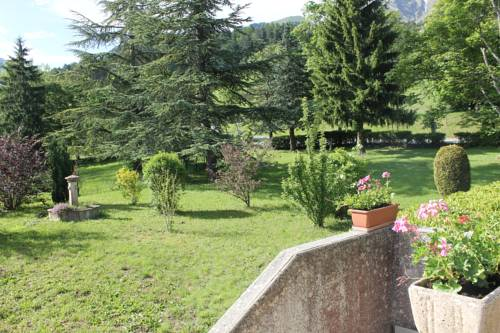 Le Chalet : Bed and Breakfast near Lalley