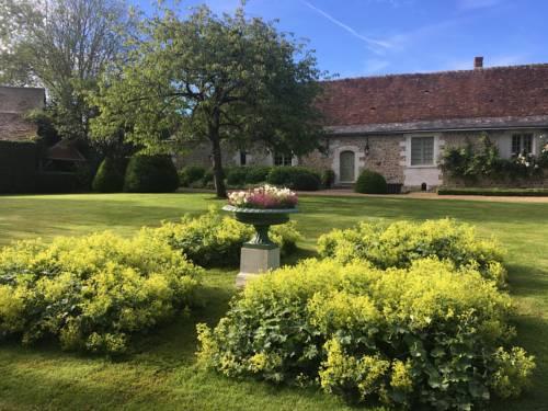 Le Manoir de Maucartier : Bed and Breakfast near Neuillé-le-Lierre