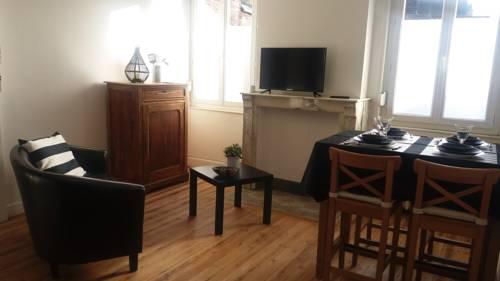 Appartement 6 Du Temple 2 chambres : Apartment near Cauroir