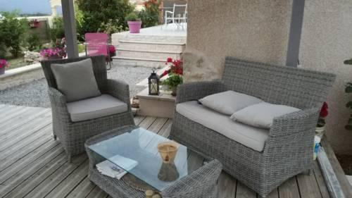 La petite Fontaine : Guest accommodation near Sainte-Croix-à-Lauze