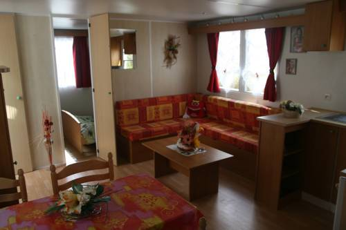 Camping Bellevue : Guest accommodation near Le Sars