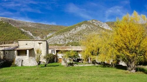 Le Hameau des Liesses : Bed and Breakfast near Saint-Vincent-sur-Jabron