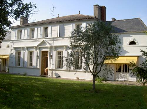 Chambres d'Hôtes Domaine les Massiots : Bed and Breakfast near Jusix