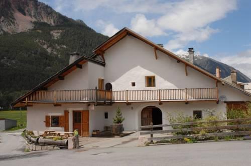 La Maison Claree - Chalet 6 bedrooms with 6 ensuite bathrooms : Guest accommodation near Val-des-Prés